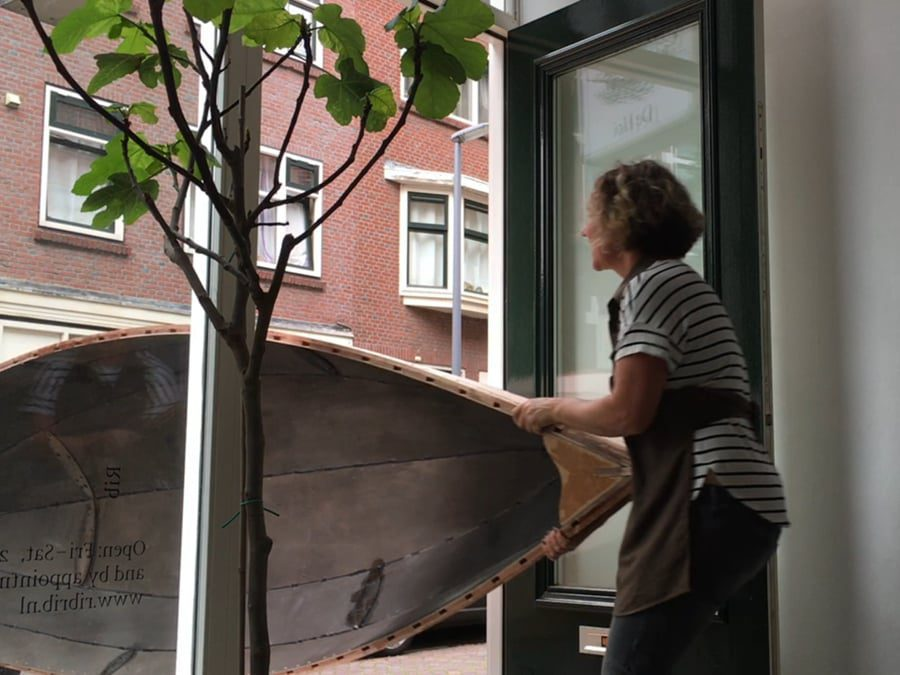 Stills from the documentary transporting the boat from Jasper Niens' and Thijs Ewalt's Studio Pompstraat in Charlois to Rib.